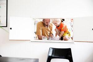 Bildnr.: 11407583<br/><b>Feature: 11407569 - D&#228;nisches-Design</b><br/>Dem Haus sieht man an, dass hier eine skandinavische Familie wohnt, Aarhus<br />living4media / Brandt, Jenny