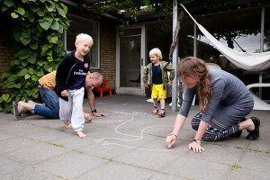 Bildnr.: 11407597<br/><b>Feature: 11407569 - D&#228;nisches-Design</b><br/>Dem Haus sieht man an, dass hier eine skandinavische Familie wohnt, Aarhus<br />living4media / Brandt, Jenny