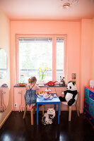 Bildno.: 11409223<br/><b>Feature: 11409190 - Nordic Colours</b><br/>A townhouse in Stockholm full of colour for a young family<br />living4media / Brandt, Jenny