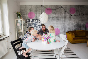 Zdjęcie numer: 11409265<br/><b>Feature: 11409243 - The Playful Home</b><br/>A young family creates one big playpen in Sweden<br />living4media / Brandt, Jenny