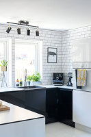Bildno.: 11409735<br/><b>Feature: 11409690 - Online Renovation</b><br/>Finding inspiration for ideas online for a house in Link&#246;ping, Sweden<br />living4media / M&#246;ller, Cecilia
