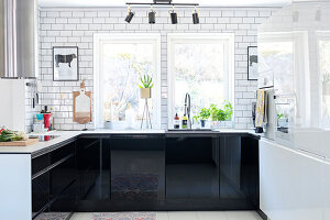 Bildno.: 11409743<br/><b>Feature: 11409690 - Online Renovation</b><br/>Finding inspiration for ideas online for a house in Link&#246;ping, Sweden<br />living4media / M&#246;ller, Cecilia