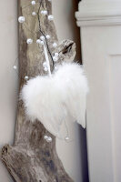 Bildno.: 11410219<br/><b>Feature: 11410216 - Drifting Toward Christmas</b><br/>DIY driftwood tree offers an exciting alternative to the traditional fir tree<br />living4media / Algermissen, Astrid