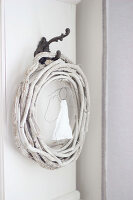 Bildno.: 11410221<br/><b>Feature: 11410216 - Drifting Toward Christmas</b><br/>DIY driftwood tree offers an exciting alternative to the traditional fir tree<br />living4media / Algermissen, Astrid