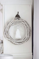 Bildno.: 11410223<br/><b>Feature: 11410216 - Drifting Toward Christmas</b><br/>DIY driftwood tree offers an exciting alternative to the traditional fir tree<br />living4media / Algermissen, Astrid