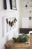 Bildno.: 11410225<br/><b>Feature: 11410216 - Drifting Toward Christmas</b><br/>DIY driftwood tree offers an exciting alternative to the traditional fir tree<br />living4media / Algermissen, Astrid