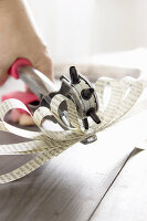 Bildno.: 11410235<br/><b>Feature: 11410216 - Drifting Toward Christmas</b><br/>DIY driftwood tree offers an exciting alternative to the traditional fir tree<br />living4media / Algermissen, Astrid