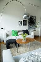 Bildno.: 11415737<br/><b>Feature: 11415717 - Swedish by Design</b><br/>Swedish home full of life and light<br />living4media / Miguel Varanda