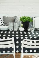 Bildno.: 11415755<br/><b>Feature: 11415717 - Swedish by Design</b><br/>Swedish home full of life and light<br />living4media / Miguel Varanda
