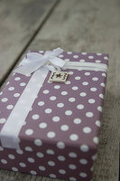 Bildno.: 11420145<br/><b>Feature: 11420117 - Personal Presents</b><br/>Gift tags are the personal touch that complete a beautifully wrapped package<br />living4media / Algermissen, Astrid