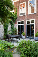 Bildno.: 11424005<br/><b>Feature: 11424002 - Touch of Green</b><br/>Comfortable home and garden in Leiden, The Netherlands<br />living4media / Kooijman, Peter