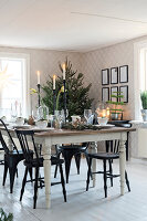 Bildno.: 11425685<br/><b>Feature: 11425675 - Forest Inspiration</b><br/>Christmas in Sweden with fresh green decoration from the forest<br />living4media / M&#246;ller, Cecilia