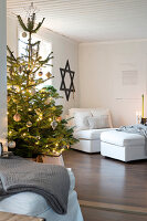 Bildno.: 11425721<br/><b>Feature: 11425675 - Forest Inspiration</b><br/>Christmas in Sweden with fresh green decoration from the forest<br />living4media / M&#246;ller, Cecilia