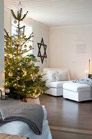 Bildnr.: 11425721<br/><b>Feature: 11425675 - O Tannenbaum</b><br/>Weihnachten in Schweden mit viel frischem Gr&#252;n aus dem Wald<br />living4media / M&#246;ller, Cecilia