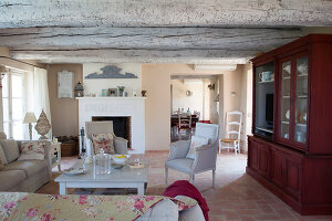 Bildno.: 11425915<br/><b>Feature: 11425905 - Elegance Among Vines</b><br/>Set among vineyards in the French Provence, this home excudes style and comfort<br />living4media / Hallot, Olivier