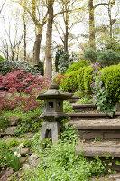 Bildno.: 11428717<br/><b>Feature: 11428706 - Tulip Time</b><br/>Spring garden in The Netherlands<br />living4media / Pietrek, Sibylle