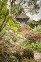 Bildno.: 11428721<br/><b>Feature: 11428706 - Tulip Time</b><br/>Spring garden in The Netherlands<br />living4media / Pietrek, Sibylle