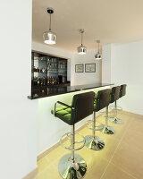 Bildnr.: 11429397<br/><b>Feature: 11429291 - Darf&#39;s noch etwas mehr sein?</b><br/>Luxushaus mit Pool, Bar und Meerblick in Bournemouth, UK<br />living4media / Cox, Stuart