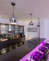 Bildnr.: 11429401<br/><b>Feature: 11429291 - Darf&#39;s noch etwas mehr sein?</b><br/>Luxushaus mit Pool, Bar und Meerblick in Bournemouth, UK<br />living4media / Cox, Stuart