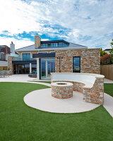 Bildnr.: 11429513<br/><b>Feature: 11429291 - Darf&#39;s noch etwas mehr sein?</b><br/>Luxushaus mit Pool, Bar und Meerblick in Bournemouth, UK<br />living4media / Cox, Stuart