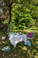 Bildno.: 11432243<br/><b>Feature: 11432236 - Accessories for Granny&#39;s Garden</b><br/>Crotcheting squares and the like for a summer look<br />living4media / Allig, Birgid