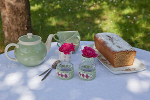 Bildno.: 11432255<br/><b>Feature: 11432236 - Accessories for Granny&#39;s Garden</b><br/>Crotcheting squares and the like for a summer look<br />living4media / Allig, Birgid