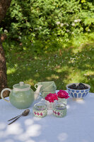 Bildno.: 11432259<br/><b>Feature: 11432236 - Accessories for Granny&#39;s Garden</b><br/>Crotcheting squares and the like for a summer look<br />living4media / Allig, Birgid