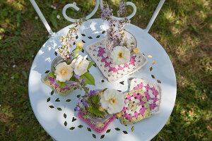 Bildno.: 11432279<br/><b>Feature: 11432236 - Accessories for Granny&#39;s Garden</b><br/>Crotcheting squares and the like for a summer look<br />living4media / Allig, Birgid