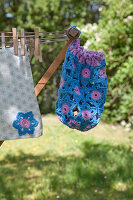 Bildno.: 11432285<br/><b>Feature: 11432236 - Accessories for Granny&#39;s Garden</b><br/>Crotcheting squares and the like for a summer look<br />living4media / Allig, Birgid