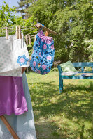 Bildno.: 11432295<br/><b>Feature: 11432236 - Accessories for Granny&#39;s Garden</b><br/>Crotcheting squares and the like for a summer look<br />living4media / Allig, Birgid