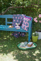 Bildno.: 11432305<br/><b>Feature: 11432236 - Accessories for Granny&#39;s Garden</b><br/>Crotcheting squares and the like for a summer look<br />living4media / Allig, Birgid