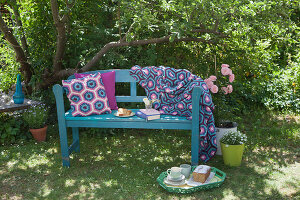 Bildno.: 11432307<br/><b>Feature: 11432236 - Accessories for Granny&#39;s Garden</b><br/>Crotcheting squares and the like for a summer look<br />living4media / Allig, Birgid