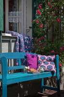 Bildno.: 11432311<br/><b>Feature: 11432236 - Accessories for Granny&#39;s Garden</b><br/>Crotcheting squares and the like for a summer look<br />living4media / Allig, Birgid