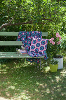 Bildno.: 11432321<br/><b>Feature: 11432236 - Accessories for Granny&#39;s Garden</b><br/>Crotcheting squares and the like for a summer look<br />living4media / Allig, Birgid