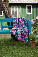 Bildno.: 11432365<br/><b>Feature: 11432236 - Accessories for Granny&#39;s Garden</b><br/>Crotcheting squares and the like for a summer look<br />living4media / Allig, Birgid