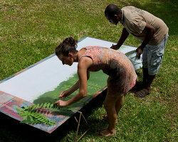 Bildnr.: 11432577<br/><b>Feature: 11432546 - Die Farben der Tropen</b><br/>Designerin Heather Maund bannt Farben und Stimmung der Seychellen auf Stoff<br />living4media / von Oswald, Yvonne
