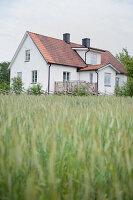 Bildnr.: 11433025<br/><b>Feature: 11433019 - Lebensk&#252;nstlerin</b><br/>Die Kunstlehrerin wei&#223;, wie es sich leben l&#228;sst. Gotland<br />living4media / Bj&#246;rnsdotter, Magdalena