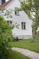 Bildnr.: 11433027<br/><b>Feature: 11433019 - Lebensk&#252;nstlerin</b><br/>Die Kunstlehrerin wei&#223;, wie es sich leben l&#228;sst. Gotland<br />living4media / Bj&#246;rnsdotter, Magdalena