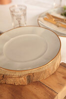 Bildno.: 11440621<br/><b>Feature: 11440613 - The Holiday Table</b><br/>Trendy looks for setting the holiday table<br />living4media / Great Stock!