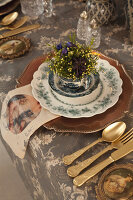 Bildno.: 11440625<br/><b>Feature: 11440613 - The Holiday Table</b><br/>Trendy looks for setting the holiday table<br />living4media / Great Stock!