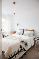 Bildno.: 11445931<br/><b>Feature: 11445913 - Sweet Dreaming</b><br/>Masterbedroom revamp in The Netherlands<br />living4media / Marder, Holly