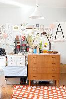 Bildnr.: 11447453<br/><b>Feature: 11447452 - Illustres Zuhause</b><br/>Kinderbuchautorin Linda liebt auch zuhause grafische Elemente, Schweden<br />living4media / M&#246;ller, Cecilia