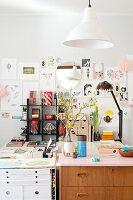 Bildnr.: 11447475<br/><b>Feature: 11447452 - Illustres Zuhause</b><br/>Kinderbuchautorin Linda liebt auch zuhause grafische Elemente, Schweden<br />living4media / M&#246;ller, Cecilia