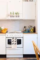 Bildnr.: 11447477<br/><b>Feature: 11447452 - Illustres Zuhause</b><br/>Kinderbuchautorin Linda liebt auch zuhause grafische Elemente, Schweden<br />living4media / M&#246;ller, Cecilia
