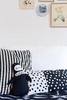 Bildnr.: 11447495<br/><b>Feature: 11447452 - Illustres Zuhause</b><br/>Kinderbuchautorin Linda liebt auch zuhause grafische Elemente, Schweden<br />living4media / M&#246;ller, Cecilia