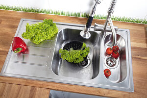 Bildno.: 11447855<br/><b>Feature: 11447852 - Kitchen Craft</b><br/>Sink and counter top for the kitchen<br />living4media / Selbermachen Media / Bordes, Christian