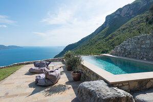Bildno.: 11451961<br/><b>Feature: 11451948 - Lakeside Living</b><br/>Spectacular home on the western shore of Lake Garda, Italy<br />living4media / studiow&#228;lder