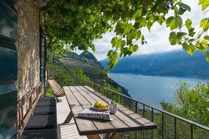 Bildno.: 11451963<br/><b>Feature: 11451948 - Lakeside Living</b><br/>Spectacular home on the western shore of Lake Garda, Italy<br />living4media / studiow&#228;lder