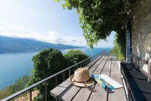 Bildno.: 11451967<br/><b>Feature: 11451948 - Lakeside Living</b><br/>Spectacular home on the western shore of Lake Garda, Italy<br />living4media / studiow&#228;lder