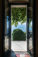Bildno.: 11452009<br/><b>Feature: 11451948 - Lakeside Living</b><br/>Spectacular home on the western shore of Lake Garda, Italy<br />living4media / studiow&#228;lder